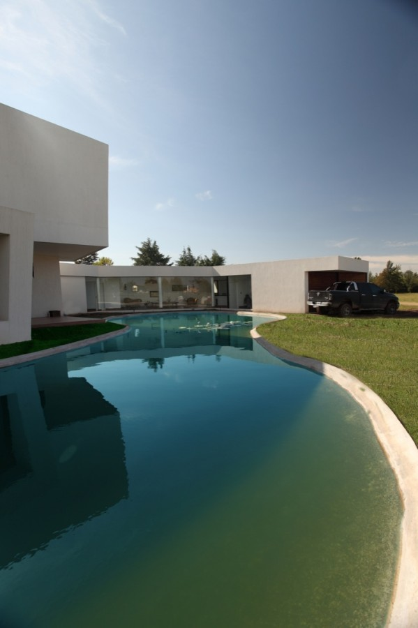 Orchid House / Andres Remy Arquitectos